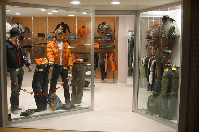 centro vetrine negozi gsn allestimento negozi arredo