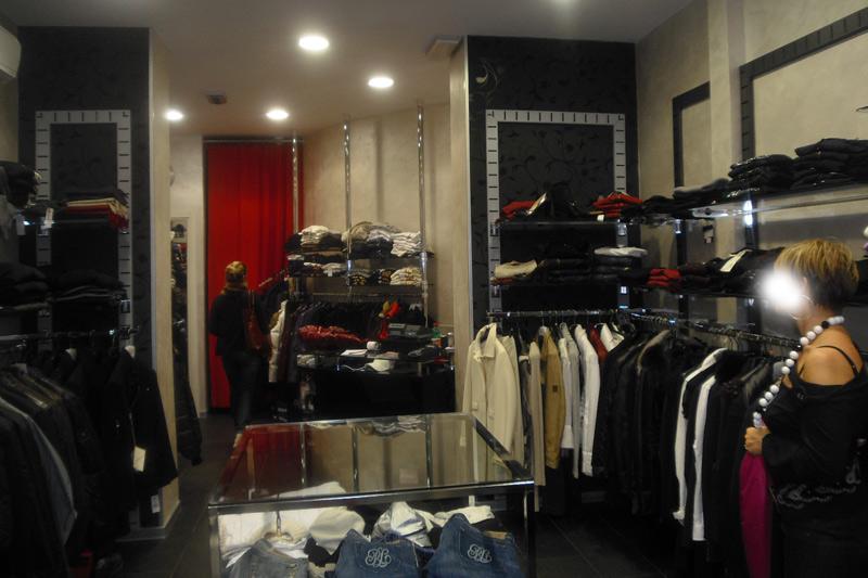Centro vetrine negozi gsn allestimento negozi brumels for Progettazione di negozi