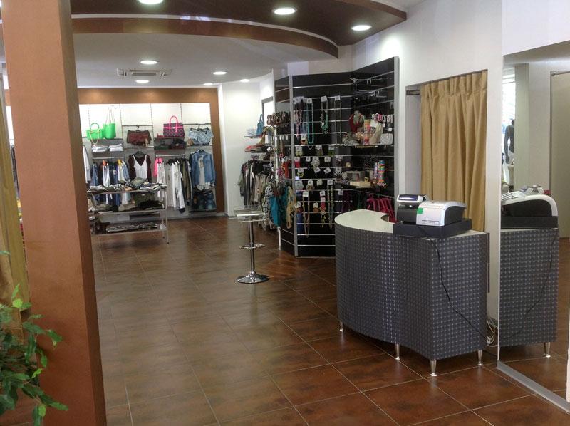 Progettazione e allestimento negozi roma centro vetrine gsn for Negozi arredamento roma centro