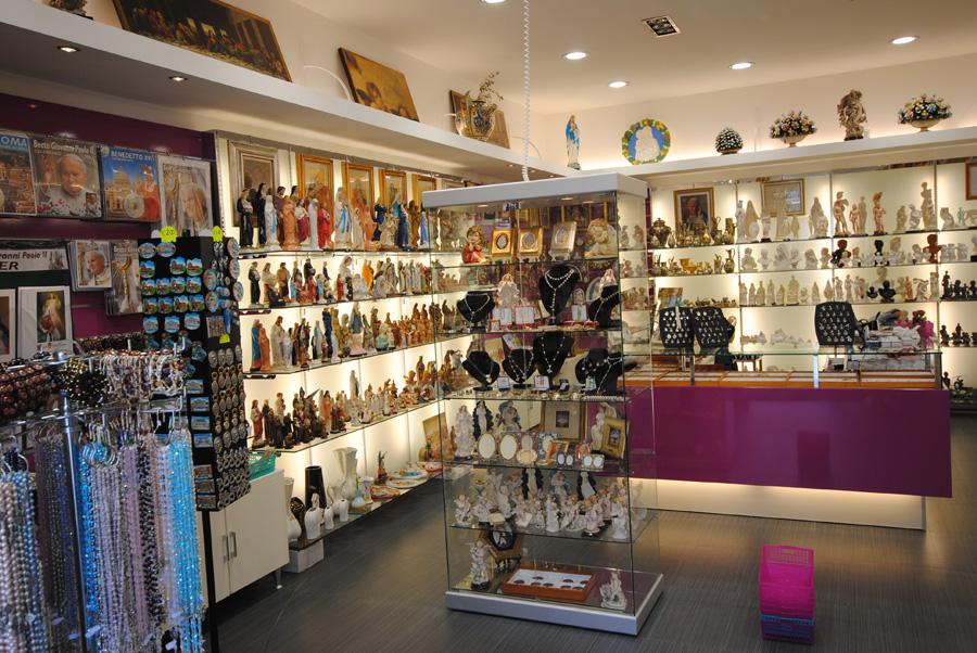 Progettazione e allestimento negozi roma centro vetrine gsn for Negozi arredamento low cost