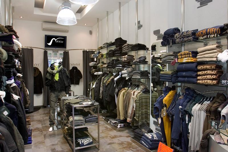 centro vetrine negozi gsn allestimento negozi | arredo in acciaio ... - Arredamento Negozio Abbigliamento Scaffalatura In Acciaio